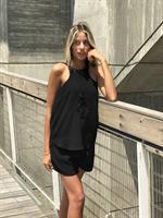 חולצת ריקמה ג'ואנה שחור