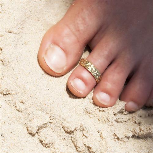 טבעת רגל מעוטרת בראס