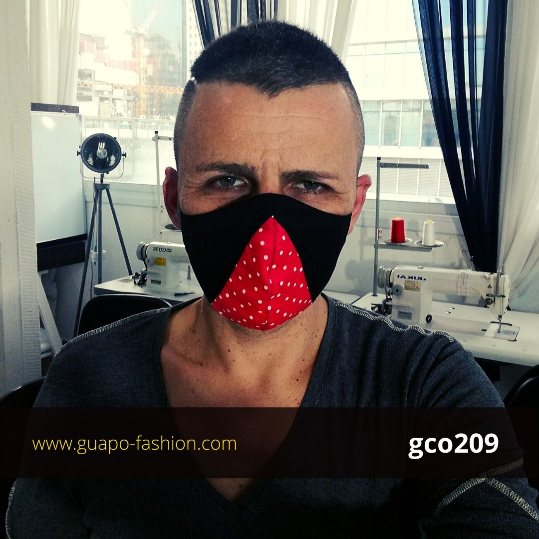 מסכת בד מעוצבת - שחור עם אדום נקודת reusable face coverings