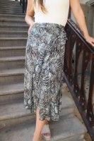 חצאית מעטפת מנוחשת
