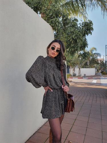 שמלת סניוריטה - שחורה פרינט רוז