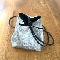 תיק צד יפני בצבע כסוף מבד שתי וערב מהמם
