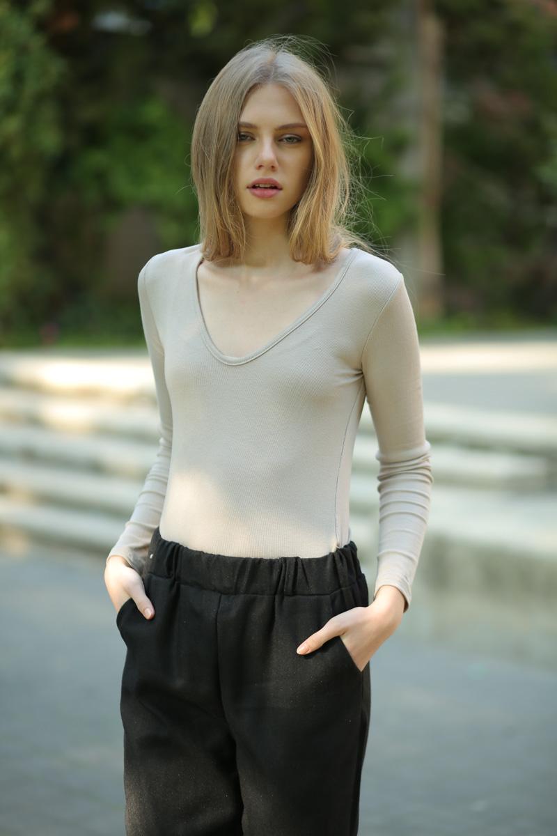 חולצת V בייסיק ריב