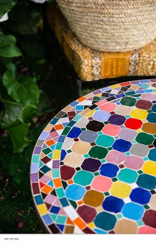 שולחן מוזאיקה רב צבעים