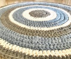 חוטי טריקו השראה לשילובי צבעים לסריגת שטיח תכלת, אפור שמנת