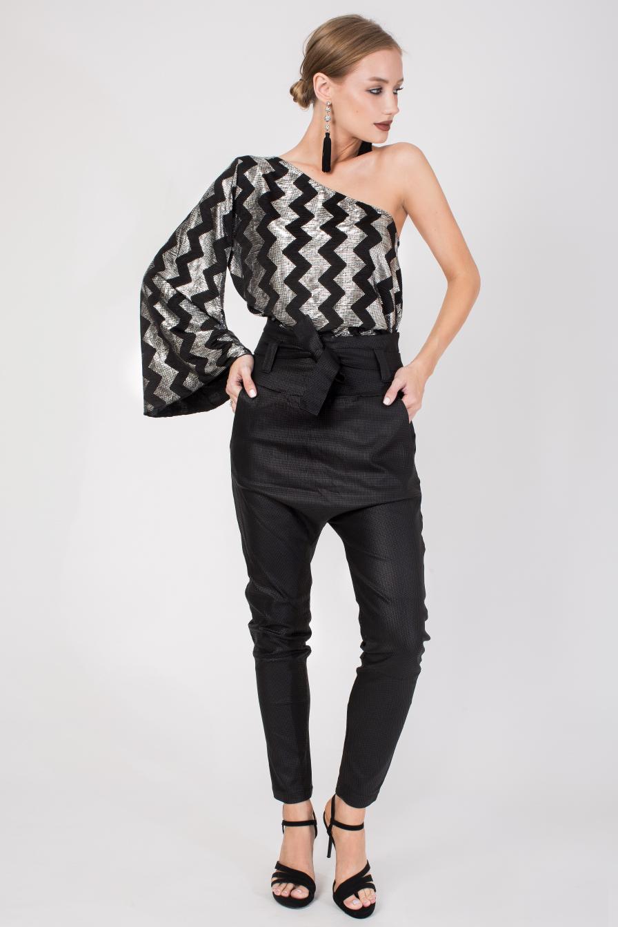 חולצה אסימטרית שחור-כסף