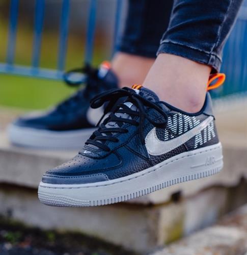 נעלי נשים נייק אייר פורס 1 LV8 2 צבע שחור/אפור דגם BQ5484-001