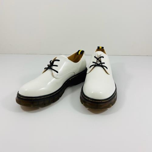 נעל YOUNG בצבע לבן לק