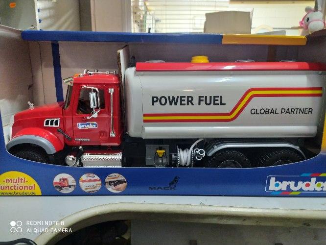 משאית מכלית דלק MACK