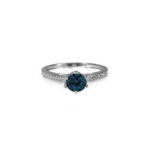 טבעת ספיר כחול ויהלומים - טבעת ספיר קלאסית