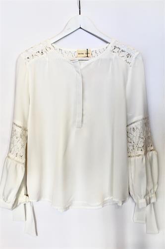 חולצת קרושה לבנה