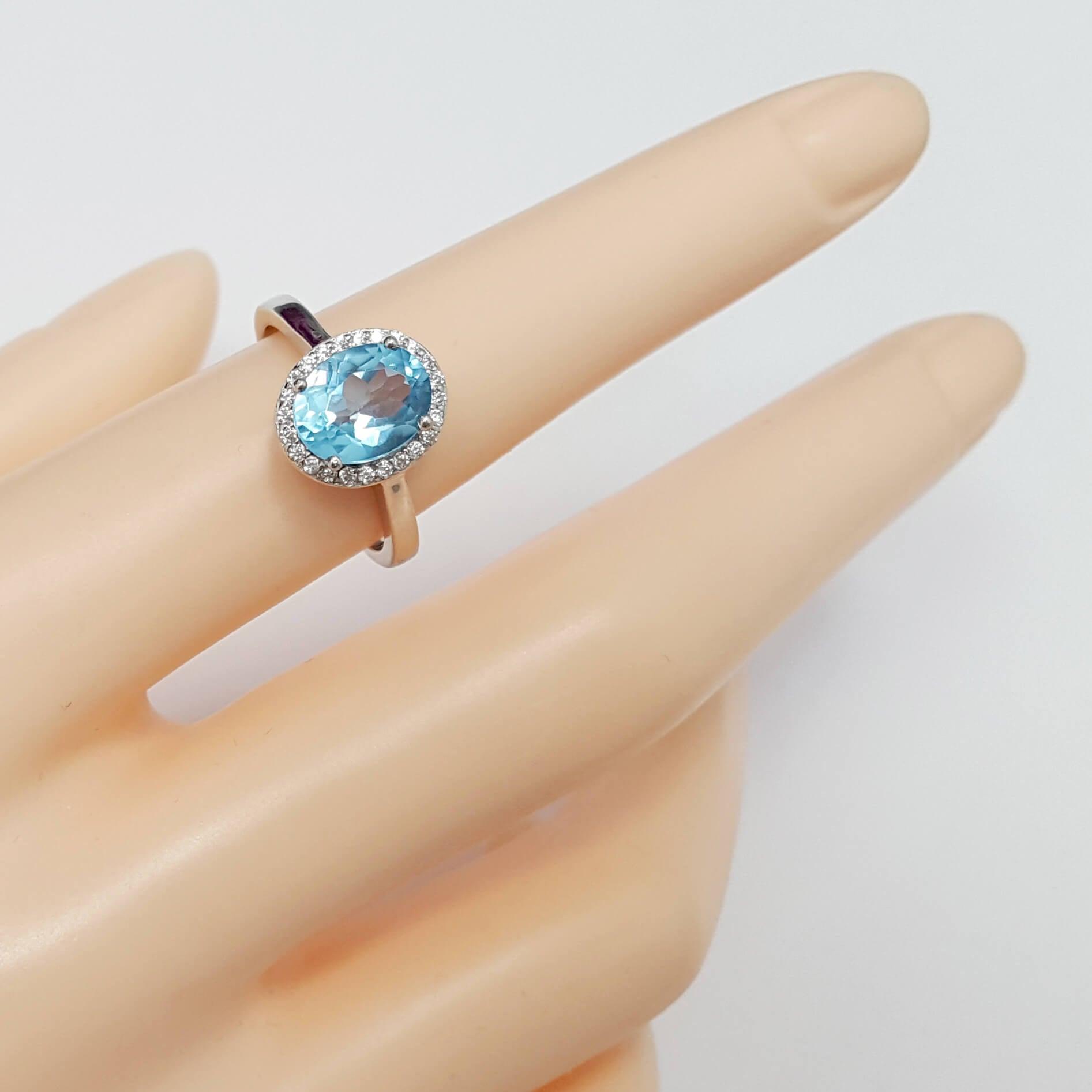 טבעת מכסף משובצת אבן טופז כחולה מרכזית וזרקונים RG1567 | תכשיטי כסף 925 | טבעות כסף