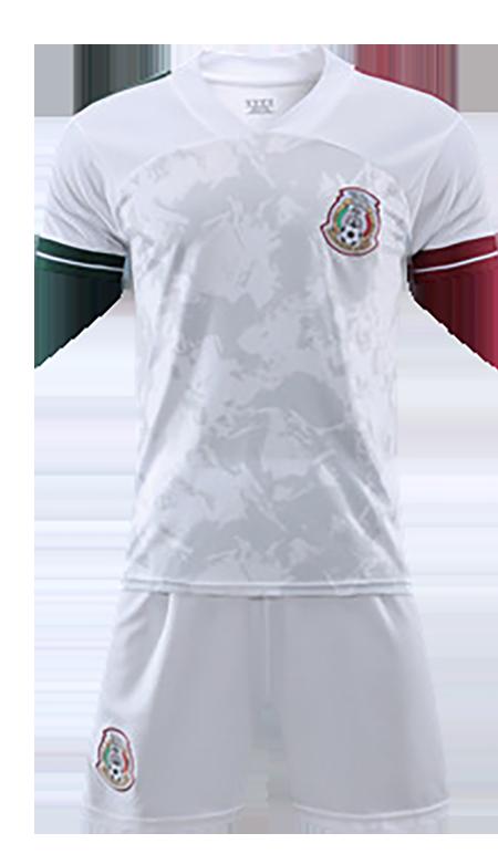תלבושת לבנה דומה למכסיקו