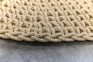 שטיח עגול סרוג - צבע זית בהיר