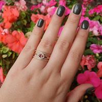 טבעת זהב מעוצבת משובצת באבני טורמלין טבעיות ויהלומים לבנים