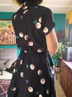 """שמלת """"מזכירה"""" מדליקה עם כיסים מידה M"""