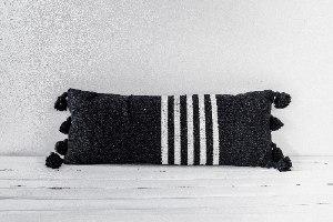 זוג כריות מלבנית ומאורכת שחור-לבן