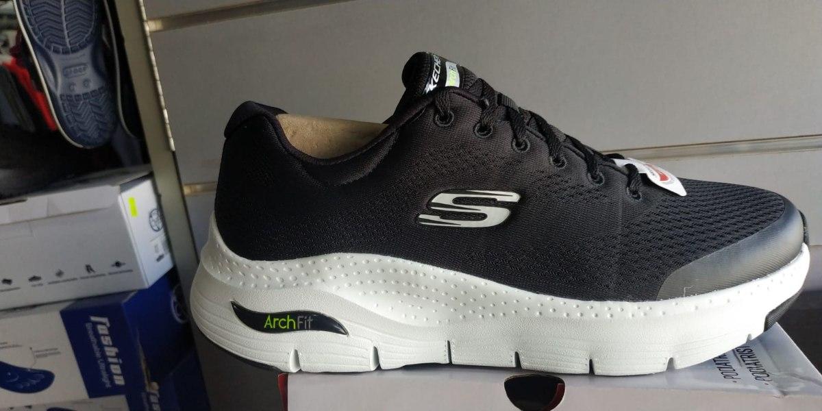 נעלי ספורט סקצ'רס Arch fit עם תמיכה לקשת כף הרגל שחור/לבן
