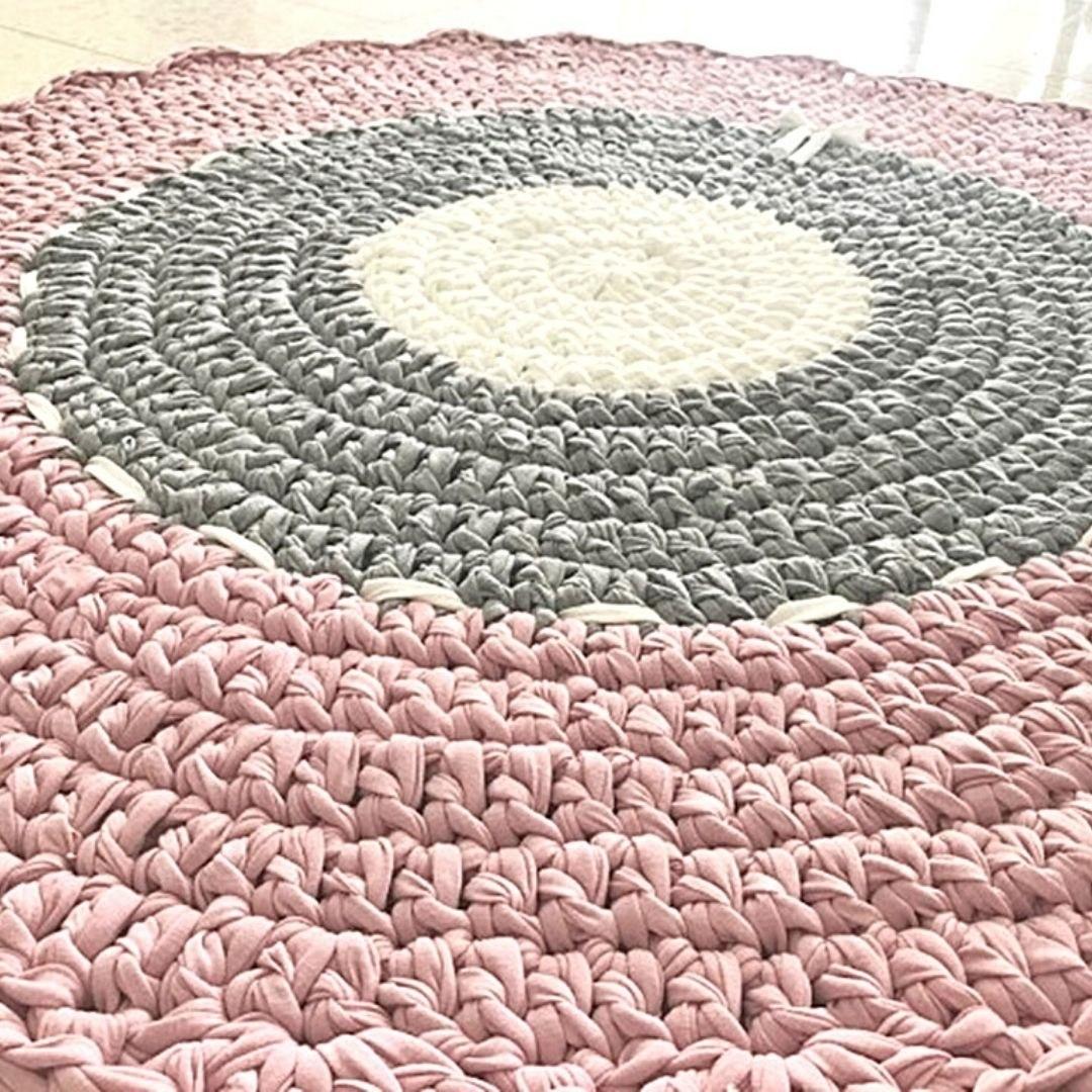 שטיח לחדר הילדים, שטיח עגול לעיצוב הבית, שטיח עגול סרוג בגוונים מעושנים, שטיח סרוג דוגמת רטרו עדינה
