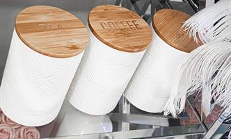 סט קפה דמוי שיש לבן מכסה עץ