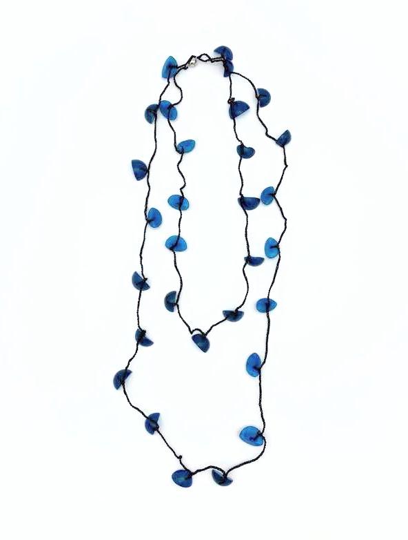 סרוגה כחולה