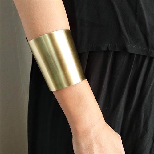 צמיד זרוע רחב מוזהב