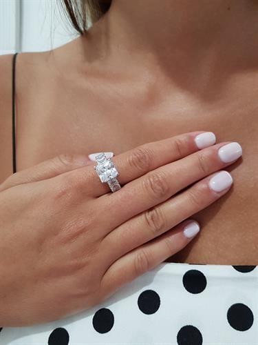 טבעת באגט זירקון מרובע