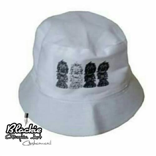 """כובע """"צבאי"""" לבן - הדפס גראפי """"Locked"""""""