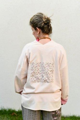 חולצה עליונה מדגם פאני מבד פרנץ׳ טרי בצבע אפרסק
