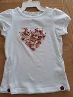 חולצות לבנות עם לב