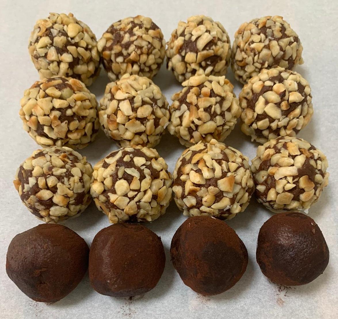 טראפלס שוקולד ואגוזי לוז (עטופים באגוזי לוז בלבד)