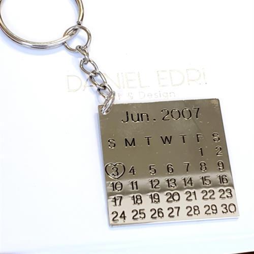 מחזיק מפתחות לוח שנה (תאריך)
