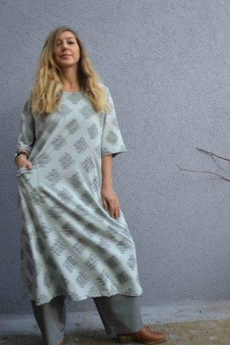 שמלה מדגם טל באפור-תכלת מודפס