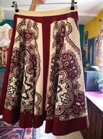 חצאית כותנה מסתובבת בהדפס אתני מידה S