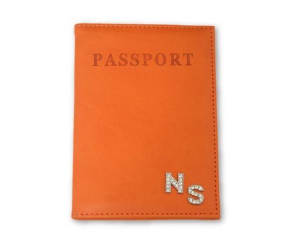 כיסוי לדרכון כתום עם אותיות משובצות כסף