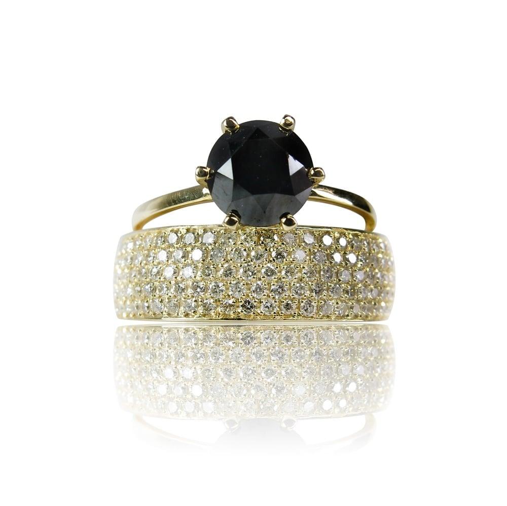 טבעת זהב 14 קרט משובצת יהלום שחור 2 קראט ויהלומים לבנים 1.1 קראט