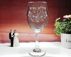 כוסות יין מעוצבות לחתונה