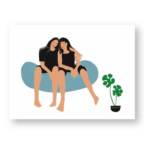 """זוג נשים חולקות רגע של נחת - מתוך """"החיים יפים"""", הסדרה האופטימית"""