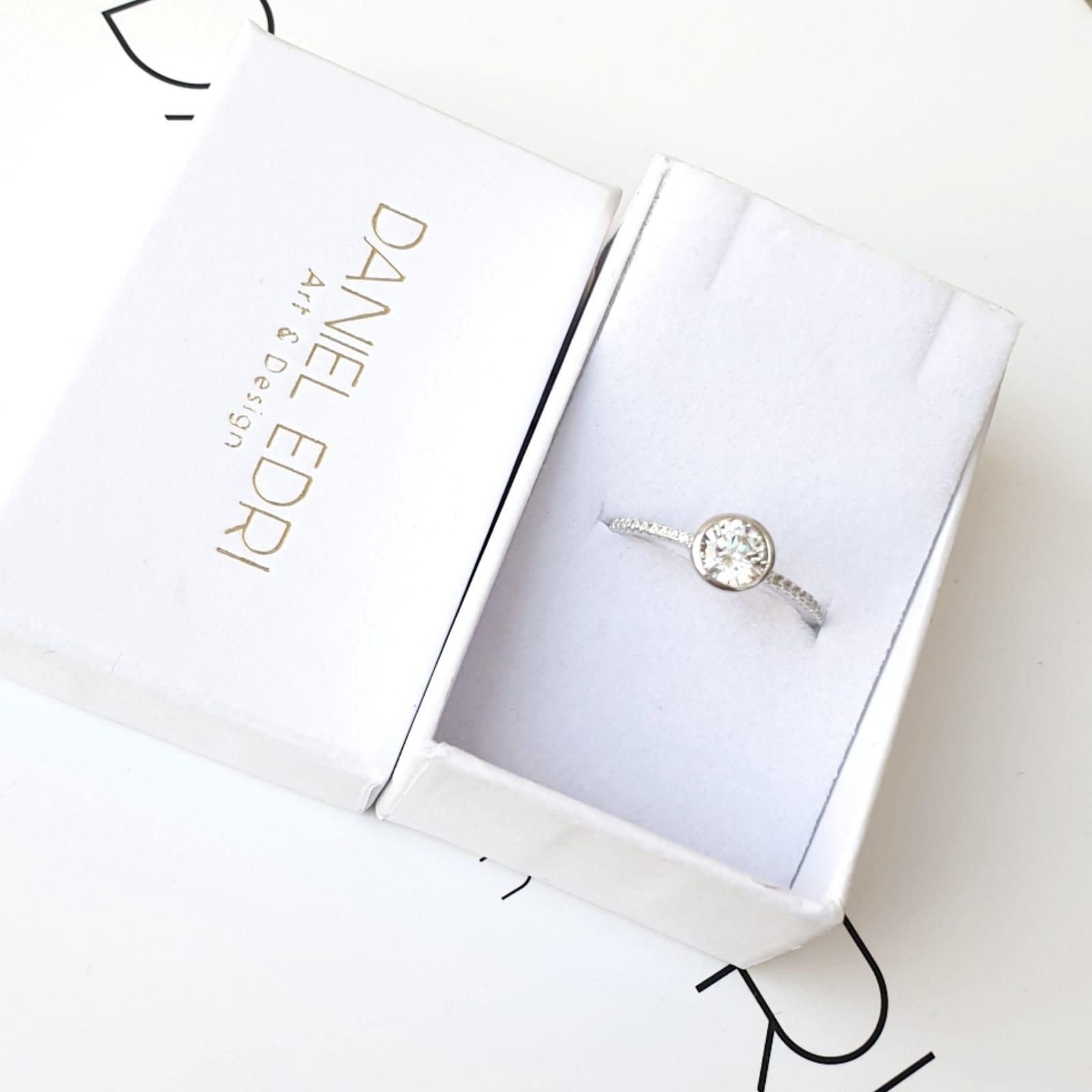 טבעת דנה משובצת