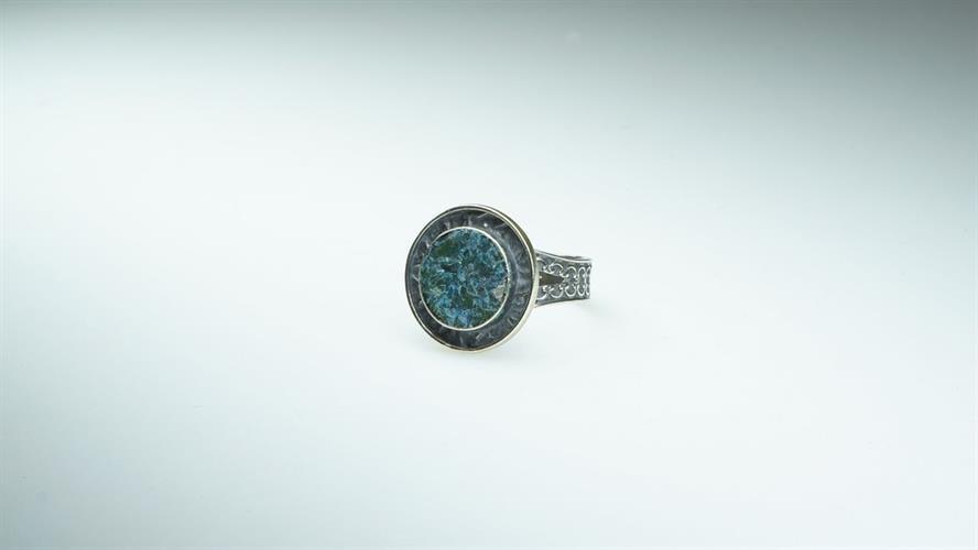 טבעת כסף מושחר וזכוכית רומית