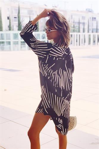 שמלת אוברסייז מכופתרת פס פס שרוול ארוך