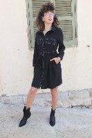 שמלת מכופתרת תיפורים שחורה