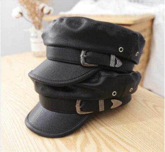 כובע דמוי עור שחור