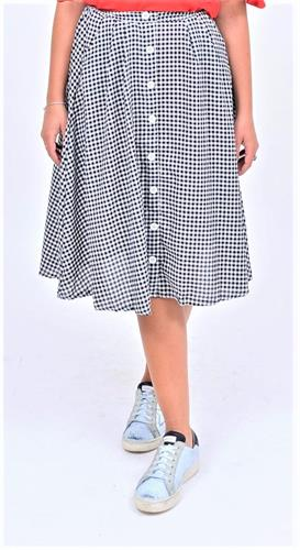 חצאית משובצת וכפתורים