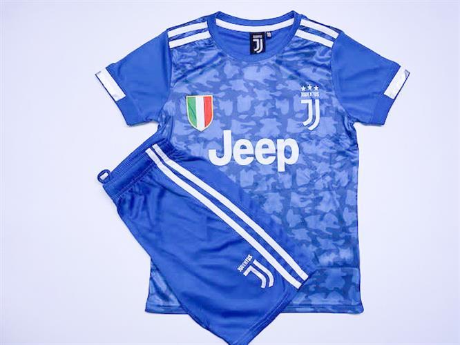 חליפת כדורגל כחולה