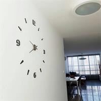 שעון מראה מספרים בשילוב קוים