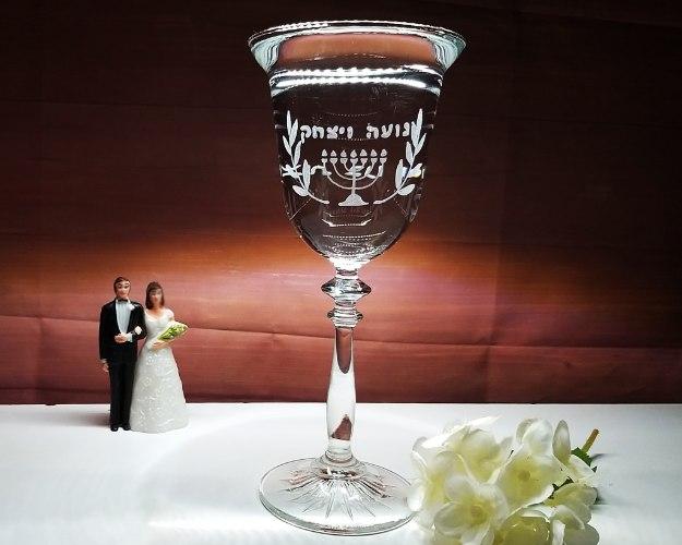 כוס לחופה בעיצוב אישי| כוסות יין מעוצבות לחתונה | סגנון וינטאג'