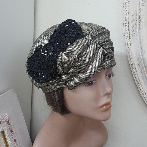 כובע ברט אלגנטי זהוב