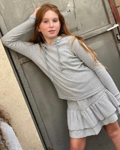 חליפת חצאית ריב אפורה