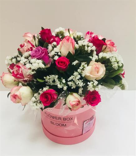סידור ורדים בקופסא מקט 0090